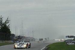 Liderança depois de uma volta do #6 Muscle Milk Pickett Racing HPD ARX-03a Honda: Lucas Luhr, Klaus