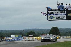 #91 SRT Motorsports Viper: Dominik Farnbacher, Marc Goossens conquista a vitória