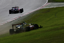 Antonio Giovinazzi crashes
