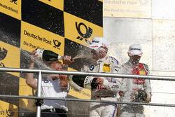 Подіум: Марко Віттманн, BMW Team RMG, BMW M4 DTM, та Стефан Рейнхольд, керівник команди BMW Team RMG