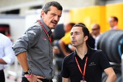 Руководитель команды Haas F1 Гюнтер Штайнер и Николя Тодт