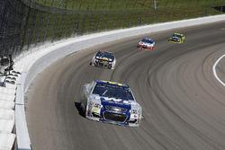 Michael McDowell, Leavine Family Racing Chevrolet and Ryan Newman, Richard Childress Racing Chevrolet