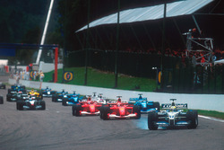 Ralf Schumacher, Williams FW23 BMW locks up and leads Michael Schumacher, Ferrari F2001, Rubens Barrichello, Ferrari F2001 and Giancarlo Fisichella, Benetton B201 Renault after the second start
