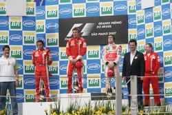 Podium : le second Felipe Massa, Ferrari, le vainqueur Kimi Raikkonen, Ferrari, le troisième Fernando Alonso, McLaren, Jean Todt, directeur Ferrari