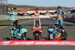 Чемпион Moto3 Хоан Мир, Leopard Racing, чемпион MotoGP Марк Маркес, Repsol Honda Team, и чемпион Moto2 Франко Морбиделли, Marc VDS