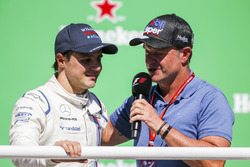 Rubens Barrichello interviewe Felipe Massa, Williams, sur le podium