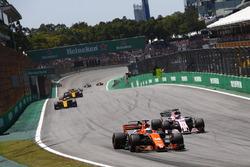 Fernando Alonso, McLaren MCL32, Sergio Perez, Sahara Force India F1 VJM10, Nico Hulkenberg, Renault Sport F1 Team RS17