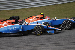 Esteban Ocon, Manor MRT05 leads Pascal Wehrlein, Manor MRT 05
