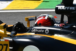 Nico Hulkenberg, Renault Sport F1 Team RS17 helmet tuft detail