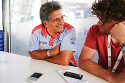 Руководитель команды Hyundai Motorsport Мишель Нандан и журналист Motorsport.com Эндрю ван Лёвен