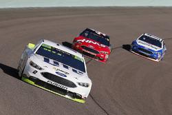 Brad Keselowski, Team Penske Ford, Kurt Busch, Stewart-Haas Racing Ford, Ricky Stenhouse Jr., Roush Fenway Racing Ford