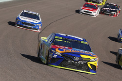 Kyle Busch, Joe Gibbs Racing Toyota, Ricky Stenhouse Jr., Roush Fenway Racing Ford