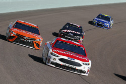 Ryan Blaney, Wood Brothers Racing Ford, Daniel Suárez, Joe Gibbs Racing Toyota