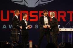 Lando Norris and George Russell present an award to Derek Warwick