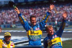 Michael Schumacher, Benetton, mit Roberto Moreno, Forti, und Johnny Herbert, Benetton