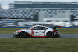 #911 Porsche Team North America Porsche 911 RSR: Patrick Pilet, Nick Tandy, Frédéric Makowiecki