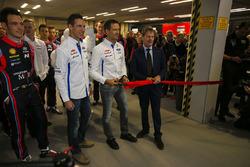 WRC-rijders, waaronder Thierry Neuville, Julien Ingrassia en Sébastien Ogier, evenals Malcolm Wilson, openen de show