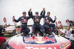 Гонщики Peugeot Sport Стефан Петерансель, Карлос Сайнс и Сириль Депре