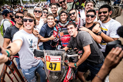 #47 Monster Energy Honda Team: Kevin Benavides with fans