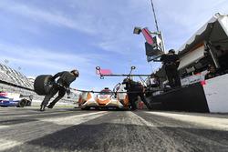 #54 CORE autosport ORECA LMP2, P: Jon Bennett, Colin Braun, Romain Dumas, Loic Duval pit stop