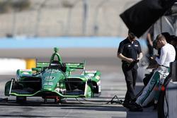 Ed Carpenter attend avant de procéder au shakedown de la voiture de Spencer Pigot, Ed Carpenter Racing Chevrolet