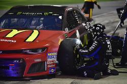 Jamie McMurray, Chip Ganassi Racing Chevrolet Camaro pit stop