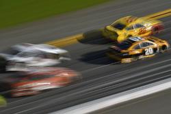 Erik Jones, Joe Gibbs Racing Toyota, Joey Logano, Team Penske Ford Fusion
