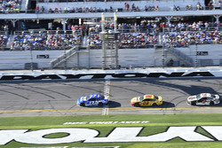 Ricky Stenhouse Jr., Roush Fenway Racing Ford Fusion, Joey Logano, Team Penske Ford Fusion, Kevin Harvick, Stewart-Haas Racing Ford Fusion