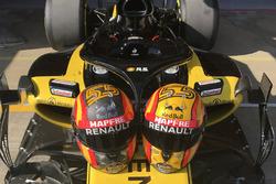 Карлос Сайнс-мол., шоломи Renault Sport Ф1