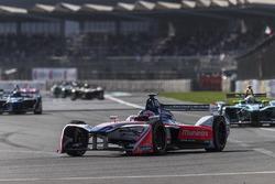 Феликс Розенквист, Mahindra Racing, и Оливер Тёрви, NIO Formula E Team