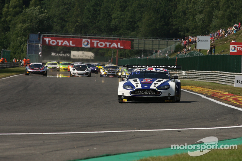 Eerste ronde; #99 Beechdean AMR Aston Martin Vantage GT3: Andrew Howard, Jonathan Adam, Daniel McKenzie, Stefan Mücke