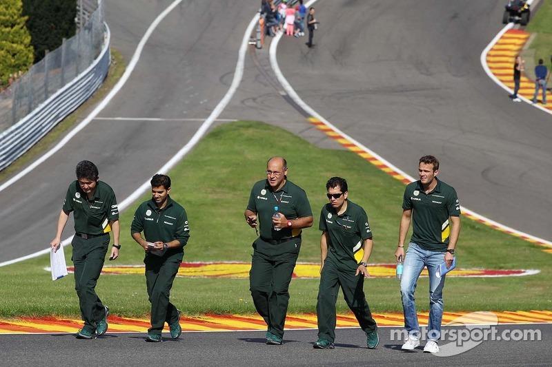 Giedo van der Garde, Caterham F1 Team walks the circuit.