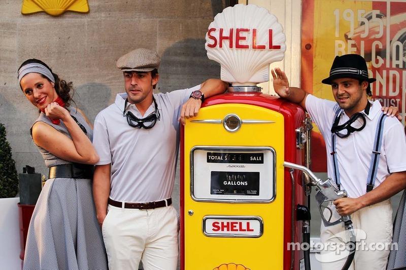 Fernando Alonso, Ferrari y Felipe Massa, Ferrari en un evento de Shell Volver al pasado