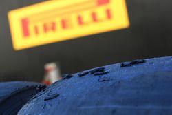 Pneu Pirelli desgastado