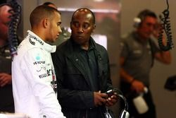 Lewis Hamilton, Mercedes AMG F1 mit seinem Vater Anthony Hamilton