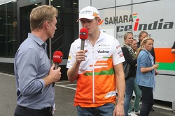 Simon Lazenby, Sky Sports F1 TV repórter com Paul di Resta, Sahara Force India F1