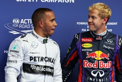 Pole sitter Lewis Hamilton, Mercedes AMG F1 com segundo colocado Sebastian Vettel, Red Bull Racing n