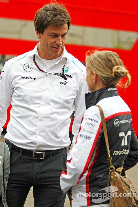 Toto Wolff, acionista e diretor da equipe Mercedes com sua esposa Susie Wolff, Williams piloto de desenvolvimento