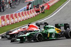 Jules Bianchi (Marussia) et Charles Pic (Caterham) en bataille
