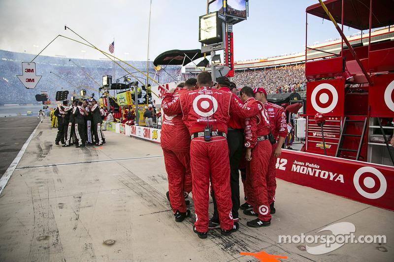 Les équipes avant le drapeau vert