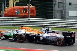 Pastor Maldonado, Williams y Paul di Resta, Sahara Force India chocan en la carrera