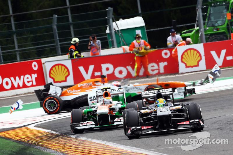 Esteban Gutiérrez, Sauber conduce Adrian Sutil, Sahara Force India como Paul di Resta, Sahara Force