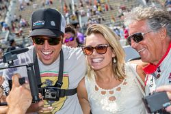 El CEO de GoPro Nick Woodman y Mario Andretti