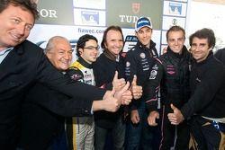 Parade van de FIA WEC coureurs en auto's bij de MASP