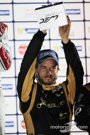 Nick Heidfeld, Rebellion Racing, Lola B12/60 Coupe, Toyota, viert zijn derde plek op het podium