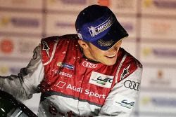 Racewinnaar Andre Lotterer, Audi Sport Team Joest, Audi R18 e-tron quattro, viert het resultaat met