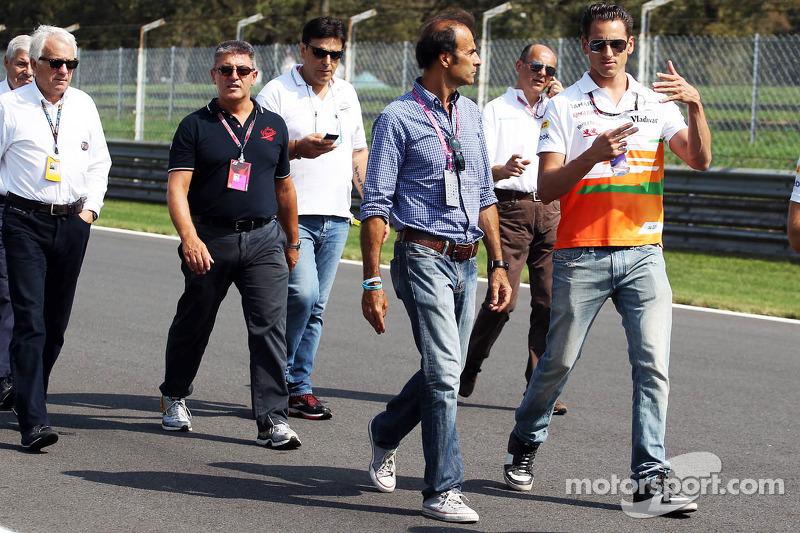 Adrian Sutil, Sahara Force India F1 walks the circuit with Gabriele Tarquini
