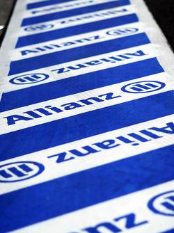 I logotipi Allianz sulla pit-lane