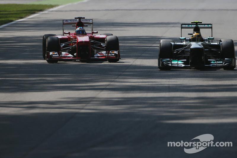 Lewis Hamilton, Mercedes AMG F1 W04 y Fernando Alonso, Ferrari F138