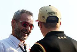 Beno Zehnder, Gerente da equipe Sauber F1 Team, com Kimi Raikkonen, Lotus F1 Team